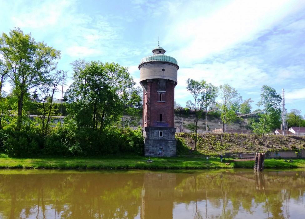 Башня-вилла на Эльбе. 50 км от Праги, стоимость 260 тысяч евро.